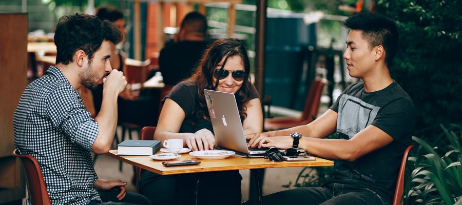 Junge StartUp-Gründer (Bild: Pexels)